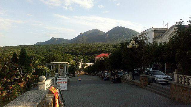 Горы Бештау. Вид с входа в центральный парк Железноводска.