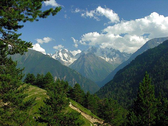Вид с вершины Боргустанского хребта.