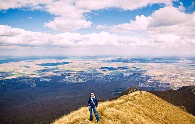 Вид с горы Лысой - одной из семнадцати вершин Пятигорья.