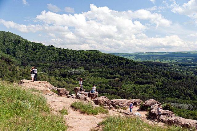 Гора Красное Солнышко, здесь же рядом синие камни