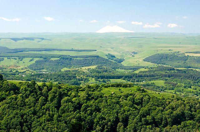 Вид на Эльбрус - Кисловодские горки.