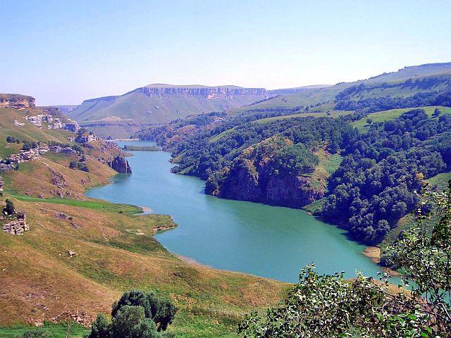 Озеро на речке Эшкакон, недалеко от Рим-горы.