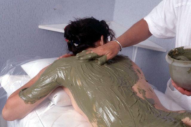 Лечение грязью - аппликационный метод грязелечения с электрофорезом.