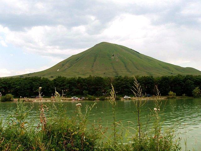 Озеро у подножия горы Джуца (Юца)