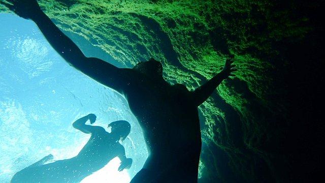 Подводная карстовая пещера – на глубине.