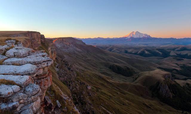 Гора Бермамыт - лучшее место для осмотра Эльбруса