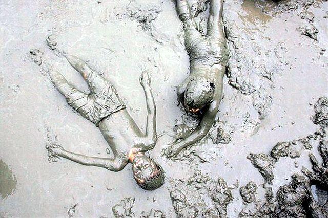 Что лечит грязь озера Тамбукан