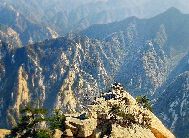 Туристический маршрут по горной гряде Хуашань.