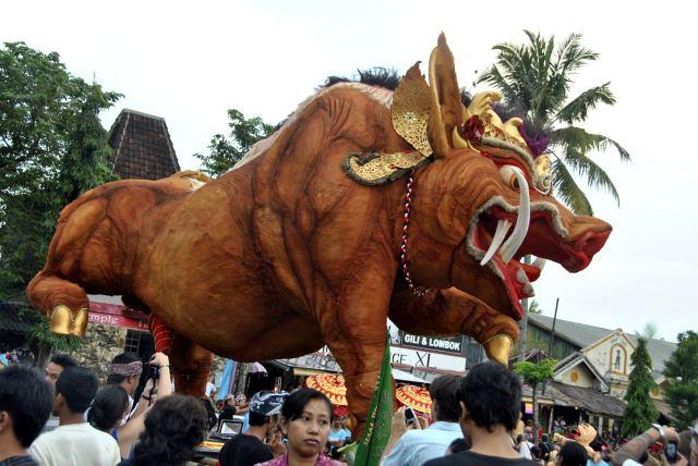 священным животным Индии считается корова - фото